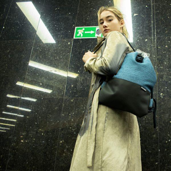 Young girl with Polender drawstring bag
